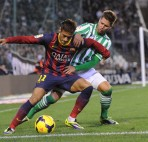 SEVILLE, SPAIN - NOVEMBER 10:  Neymar (L) of FC Barcelona battles for the ball against Markus Steinhofer of Real Betis Balompie  during the La Liga match between Real Betis Balompie and FC Barcelona at Estadio Benito Villamarin on November 10, 2013 in Seville, Spain.  (Photo by Denis Doyle/Getty Images)