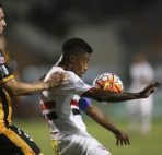 17 Feb 2016, São Paulo, Brazil --- epaselect epa05167194 Sao Paulo's Michel Bastos (R) receives the ball as The Strongest's Luis Martelli (L) pressures him during their Copa Libertadores soccer game at the Pacaembu stadium, in Sao Paulo, Brazil, 17 February 2016. EPA/Sebastião Moreira --- Image by © Sebastião Moreira/epa/Corbis