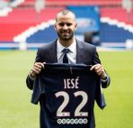 epa05464415 French soccer player Jese Rodriguez poses for photographers during a press conference for Jese Rodriguez's presentation as new player of French Ligue 1 champions Paris Saint-Germain in Paris, France, 08 August 2016. EPA/ETIENNE LAURENT