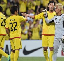 Players of Japan's Kashiwa Reysol celebrate after their AFC Champions League Round of 16 football match against South Korea's Suwon Samsung FC in Kashiwa, suburban Tokyo on May 26, 2015. Kashiwa Reysol advanced to the quarterfinals of the AFC Champions League.  AFP PHOTO / KAZUHIRO NOGI        (Photo credit should read KAZUHIRO NOGI/AFP/Getty Images)
