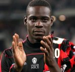 Football Soccer - Nice v Monaco - French Ligue 1 - Allianz Riviera stadium, Nice, France - 21/09/16. Nice's Mario Balotelli reacts at the end of the match against Monaco. REUTERS/Eric Gaillard